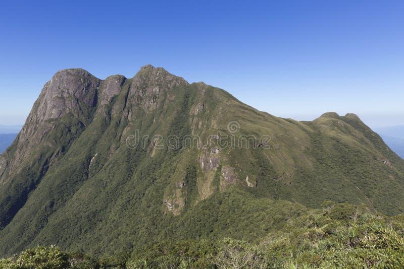 Pico Parana berg nära Curitiba - Serra gör Ibitiraquire royaltyfri fotografi