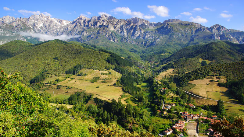 picos национального парка de europa стоковые изображения