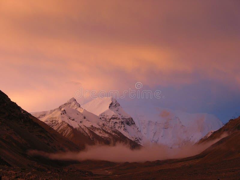 Picos cor-de-rosa do Mt. Everest foto de stock