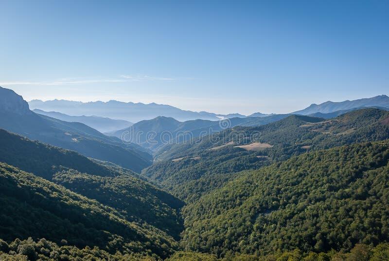 Picos de Europa du point de vue de Piedrasluengas dans la montagne de Palencia images stock