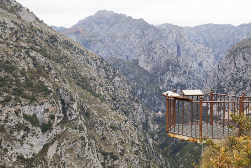Picos de Europa synvinkel royaltyfri fotografi