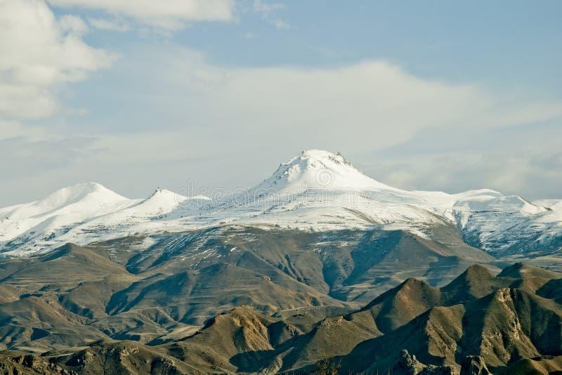 picos de la nieve cubiertos imagen de archivo libre de regalías