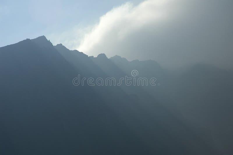 Download Picos de montaña foto de archivo. Imagen de sierra, apacible - 1293256