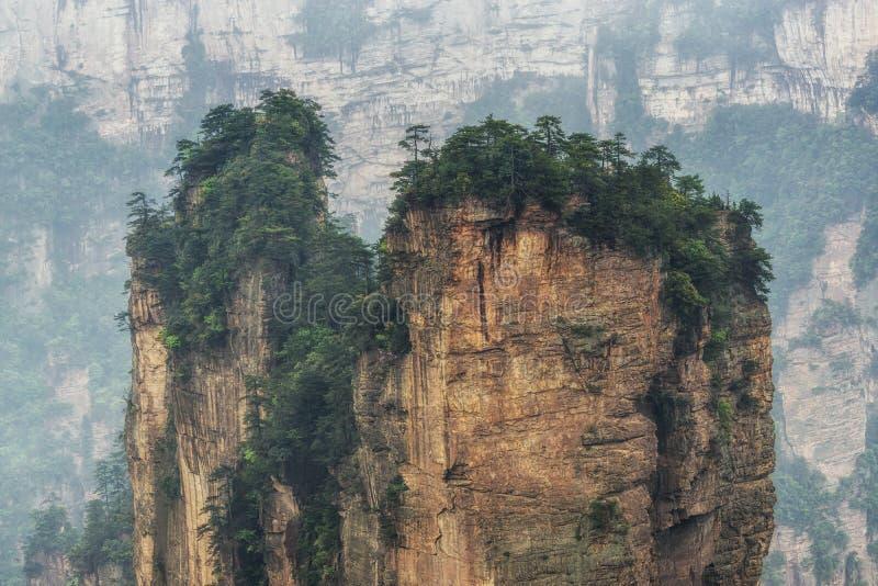 Picos de montaña altos del yuanjiajie fotografía de archivo