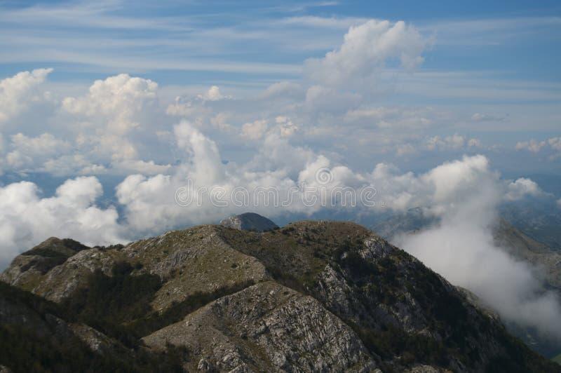 Picos de montaña de Montenegro imagenes de archivo