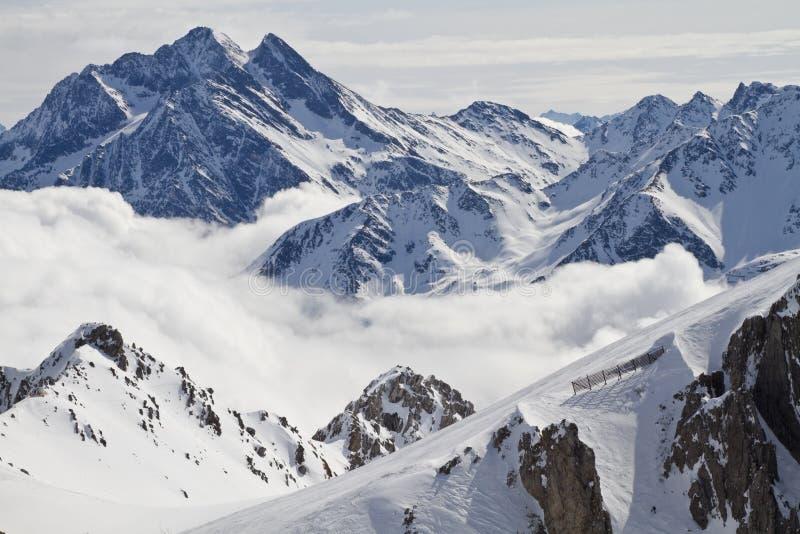 Picos de montaña Nevado imagenes de archivo
