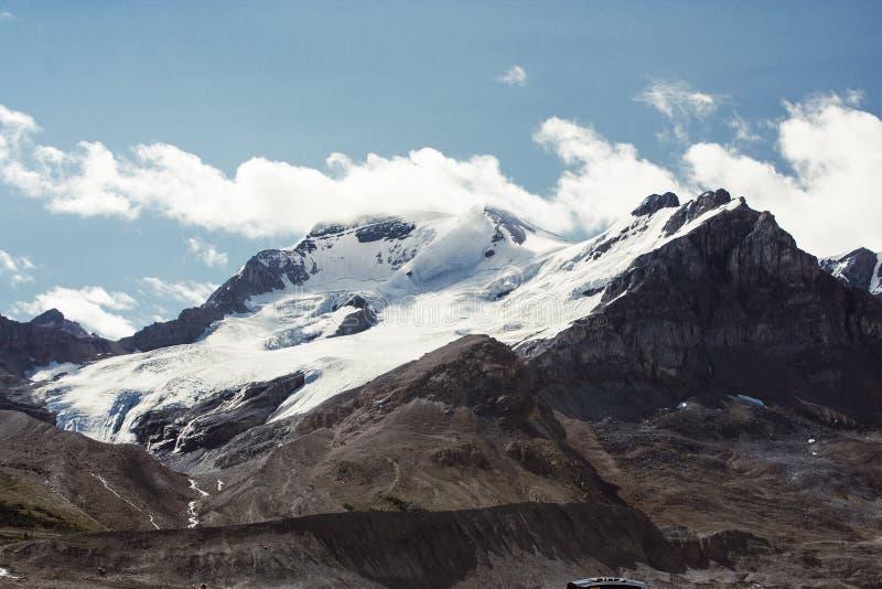 Picos de montaña rocosa, Canadá fotos de archivo libres de regalías
