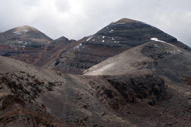 Picos de montanha em Chacaltaya fotografia de stock