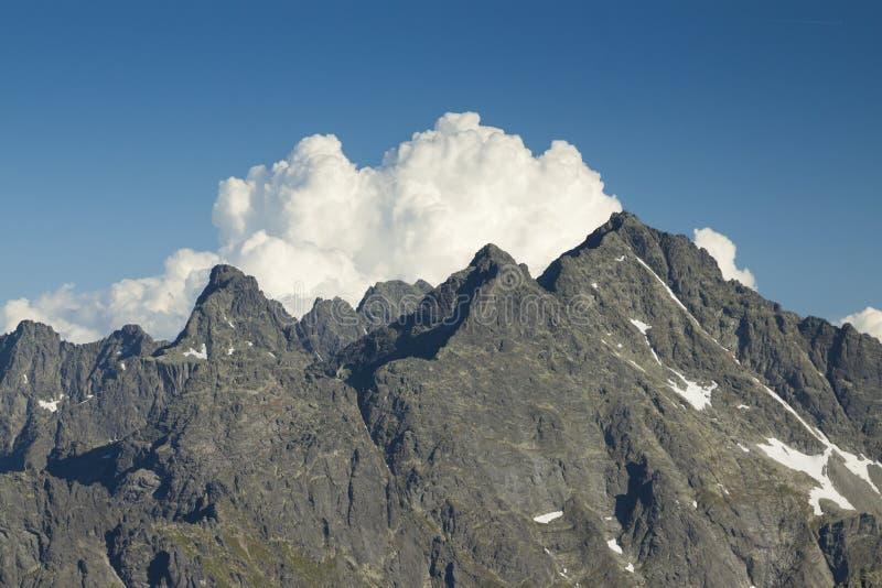 Picos de Polonia/de Eslovaquia de las montañas de Tatra imagen de archivo libre de regalías