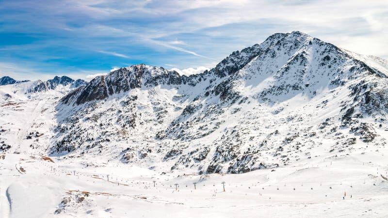 2 picos en área del esquí de Grandvalira, Andorra de los Pirineos fotografía de archivo