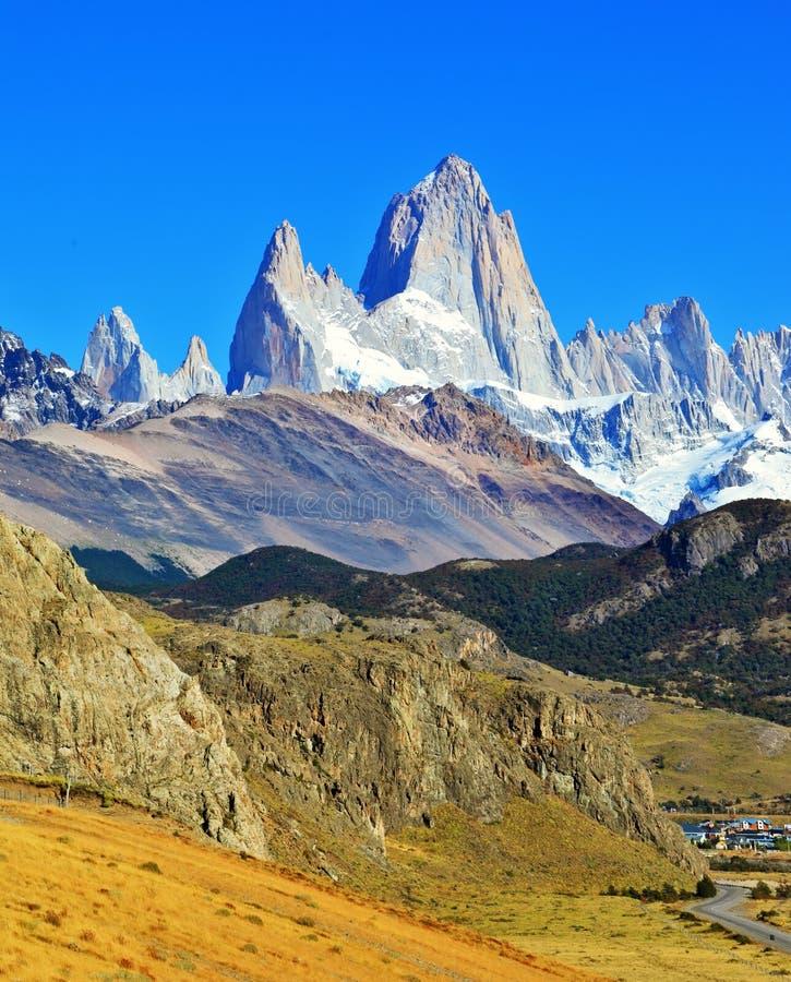 Picos famosos de Fitz Roy da rocha nos Andes imagem de stock