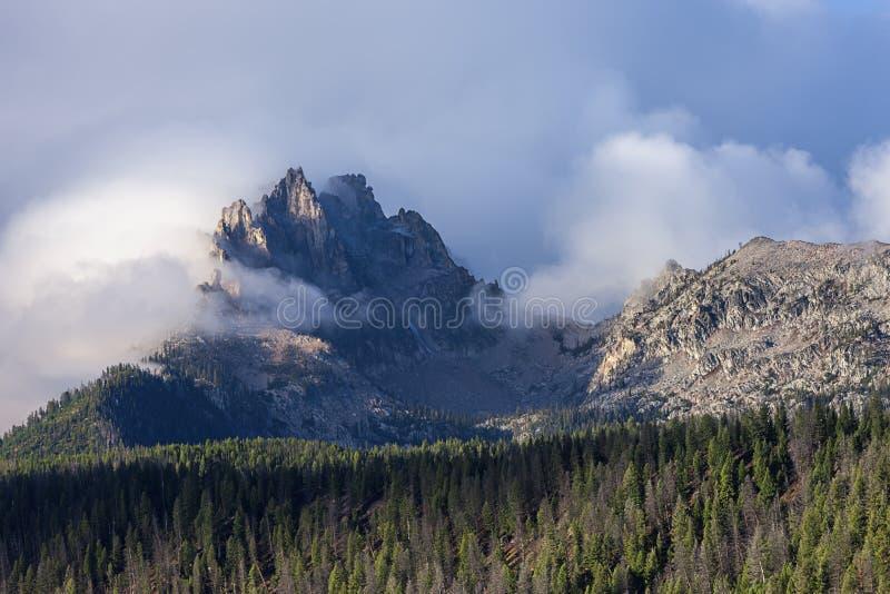 Picos rugosos de la montaña de Heyburn imagenes de archivo