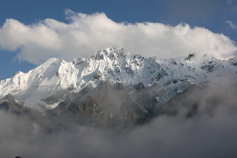 Picos surpreendentes da neve foto de stock