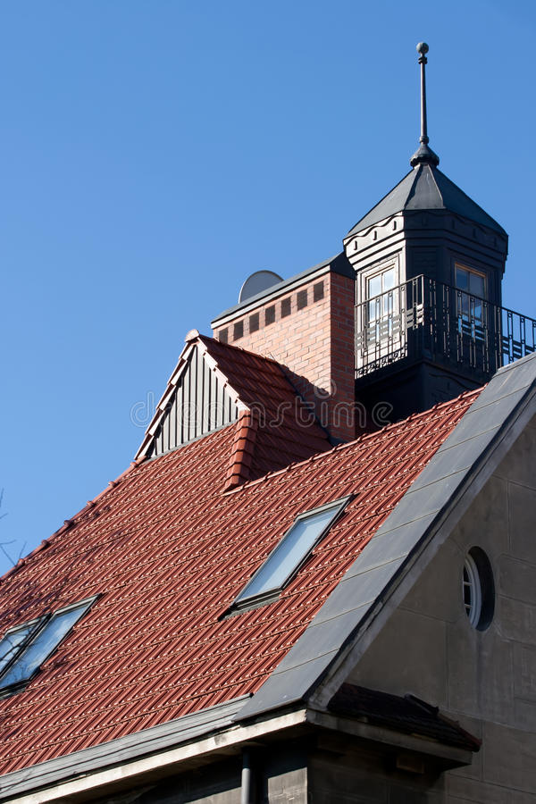 Picos vermelhos do telhado imagem de stock