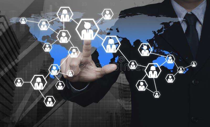 Pictogram van het zakenman het dringende netwerk over wereldkaart en stadstoren, royalty-vrije stock foto