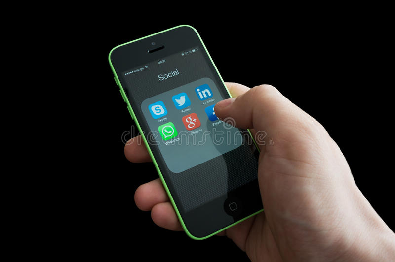 Pictogrammen van sociale media apps op het iphonescherm royalty-vrije stock foto