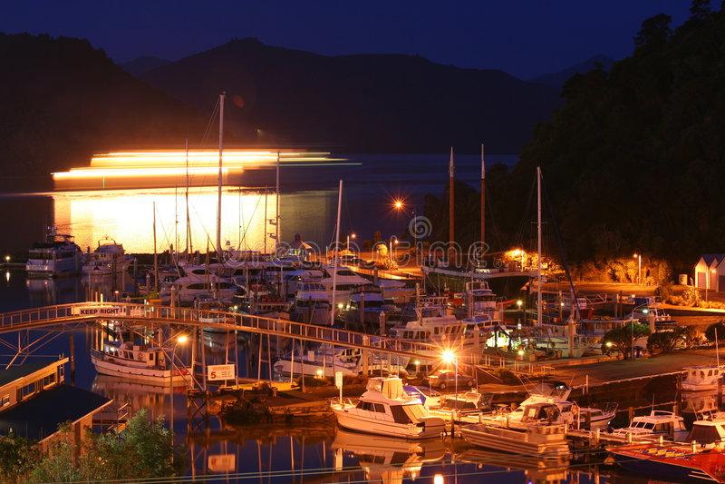 Picton na noite fotografia de stock royalty free