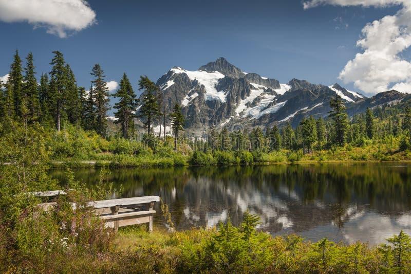 Picture See, Mt Bäcker--Snoqualmiestaatlicher wald stockfotografie