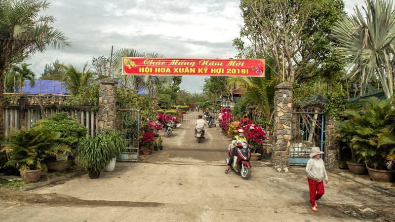 Pictured ha una muestra terminado la entrada de florecer las ventas por el Año Nuevo chino, 2019, Vietnam foto de archivo libre de regalías