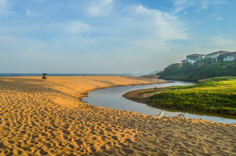 Pictureque Salt rock main beach and a river lagoon στην ακτή Dolphin Durban Ballito Νότια Αφρική στοκ φωτογραφία με δικαίωμα ελεύθερης χρήσης