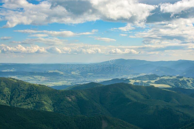 Picturesque montagne basse di Tatras in Slovacchia immagini stock