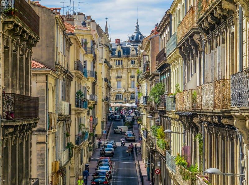 Picturesque street i Montpellier, Frankrike fotografering för bildbyråer