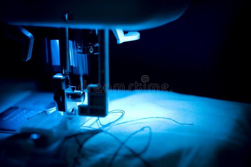 Pie de la máquina de coser.   fotos de archivo