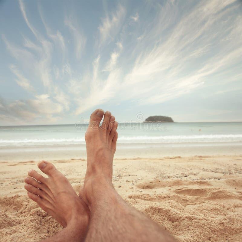 Pie en la playa del mar foto de archivo