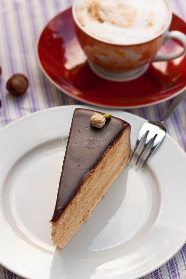 pie för cappuccinochokladhasselnöt royaltyfri foto