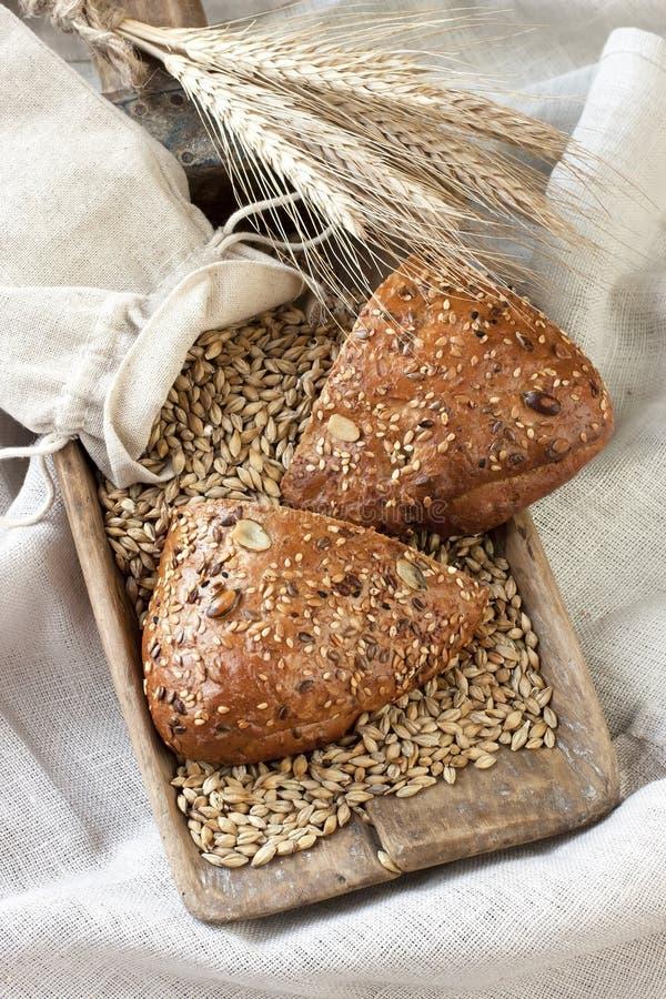 Download Piec Chlebowy świeżo Tradycyjny Zdjęcie Stock - Obraz złożonej z posiłek, kukurudza: 53775914