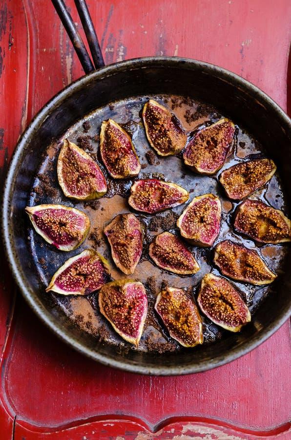 Piec figi z cynamonem zdjęcie stock