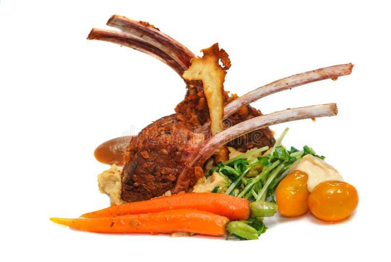 Piec jagnięcy ziobro kotleciki z warzywami zdjęcie stock