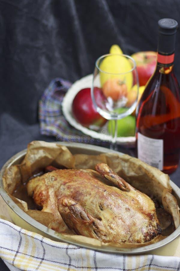 Piec kaczka z winem zdjęcie royalty free