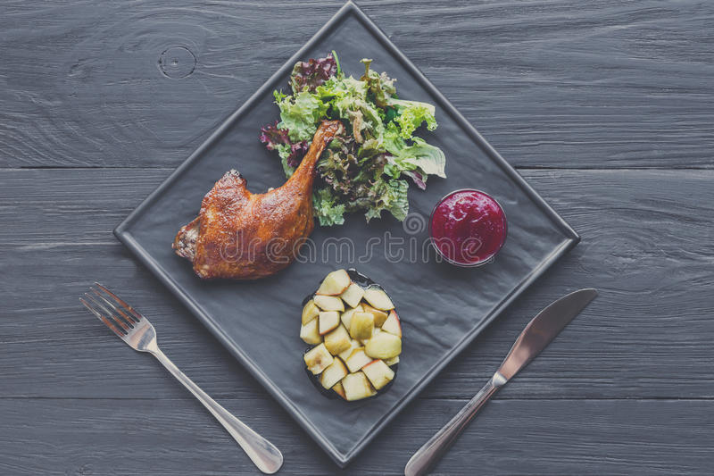 Piec kaczki noga, restauracyjny karmowy zbliżenie fotografia stock