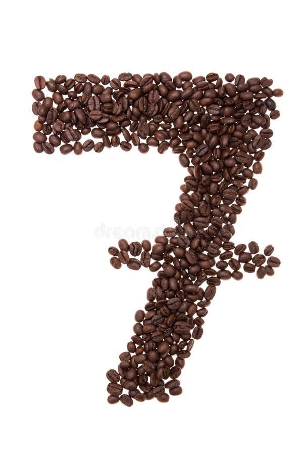 Piec kawowe fasole umieszczać w formie liczby siedem zdjęcia stock