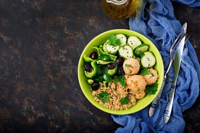 Piec klopsiki od indyka polędwicowego z garnirunkiem quinoa zdjęcie stock