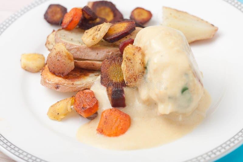 Piec korzeniowi warzywa: marchewki, pasternaki, pokrajać fotografia stock