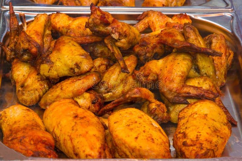Piec kurczak w masarka sklepie fotografia stock