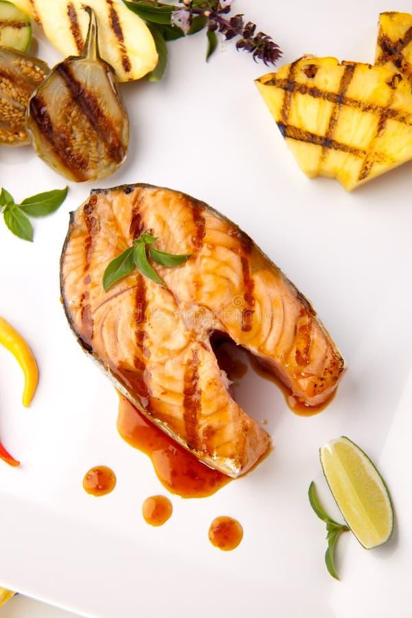 piec na grillu łososiowego stku teriyaki obraz stock