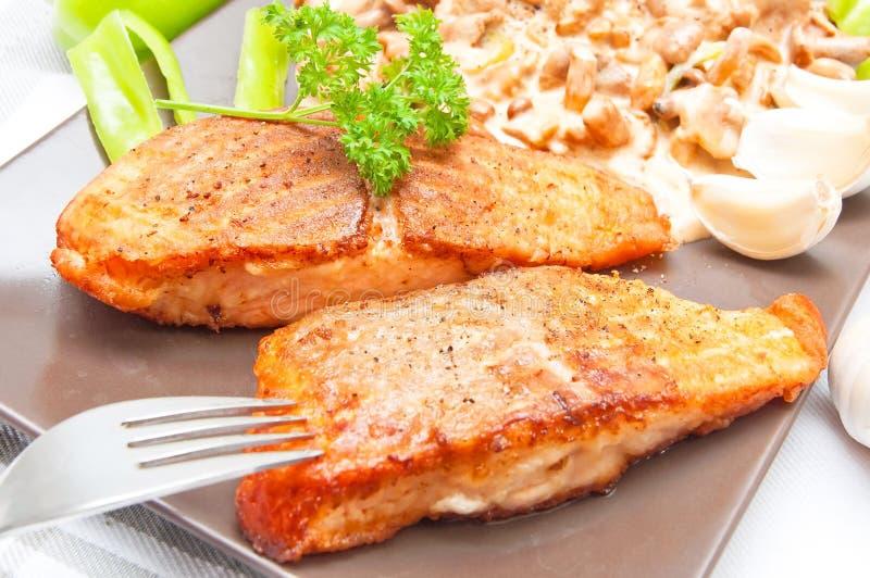 Piec na grillu łososiowy jedzenie zdjęcia royalty free