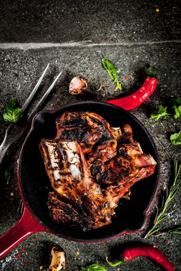 Piec na grillu baranka lub wołowiny ziobro zdjęcia royalty free
