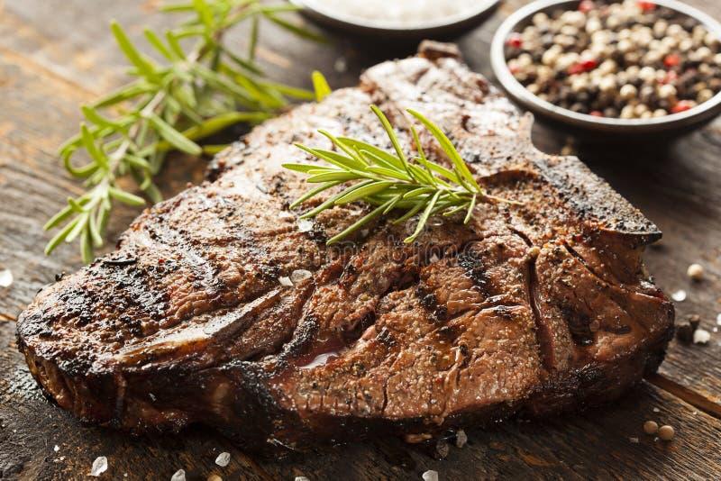 Piec na grillu BBQ kości stek obrazy stock