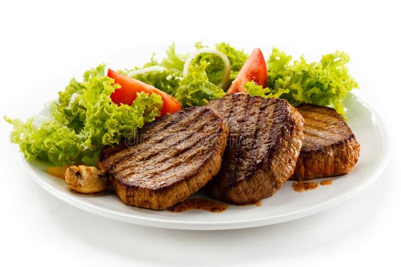 Piec na grillu befsztyki zdjęcie royalty free