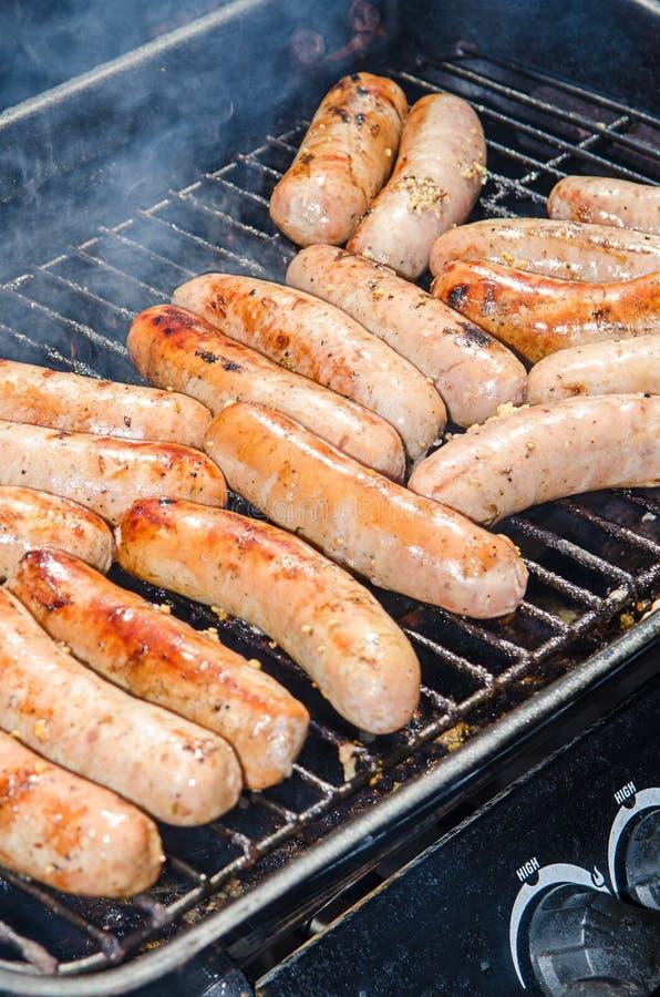 Piec na grillu Bratwurst lub Hotdogs fotografia royalty free
