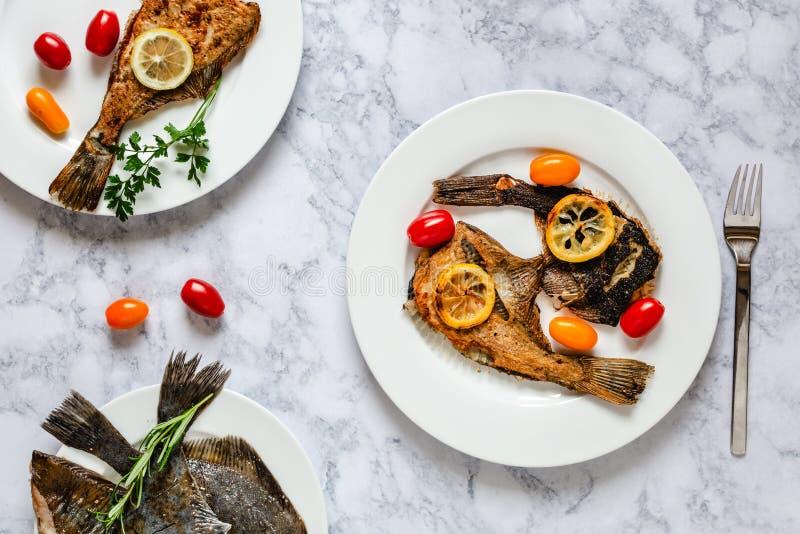 Piec na grillu flądry ryba obraz royalty free