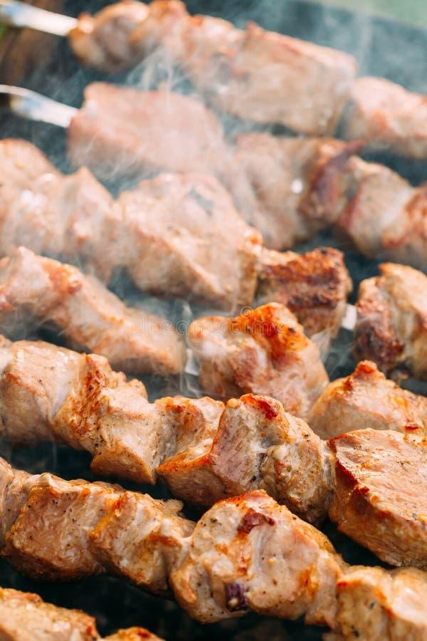 Piec na grillu grilla szaszłyka Shish Kebab wieprzowiny mięsa Mięsny opieczenie Dalej obrazy royalty free