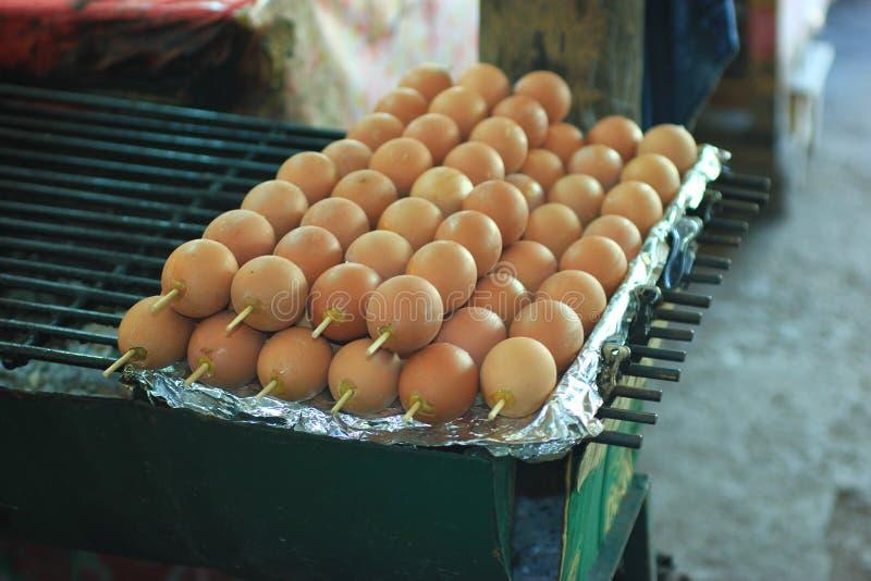 Piec na grillu jajko zdjęcia royalty free