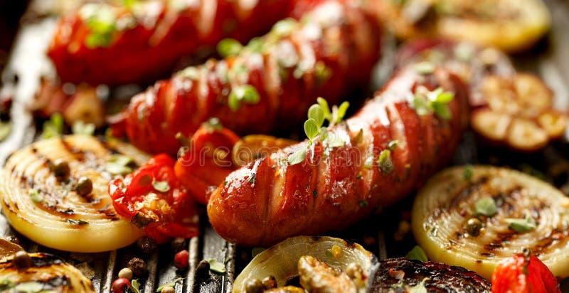 piec na grillu kiełbasiani warzywa fotografia stock