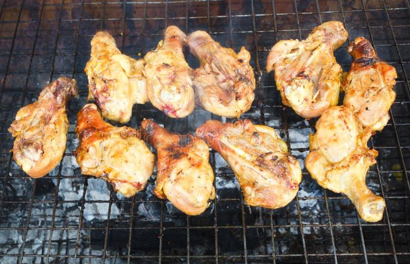 Piec na grillu kurczak łydki zdjęcie royalty free