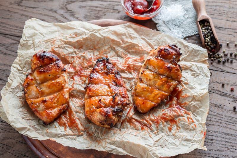 Piec na grillu kurczak piersi w gorącym mangowym kumberlandzie obraz royalty free
